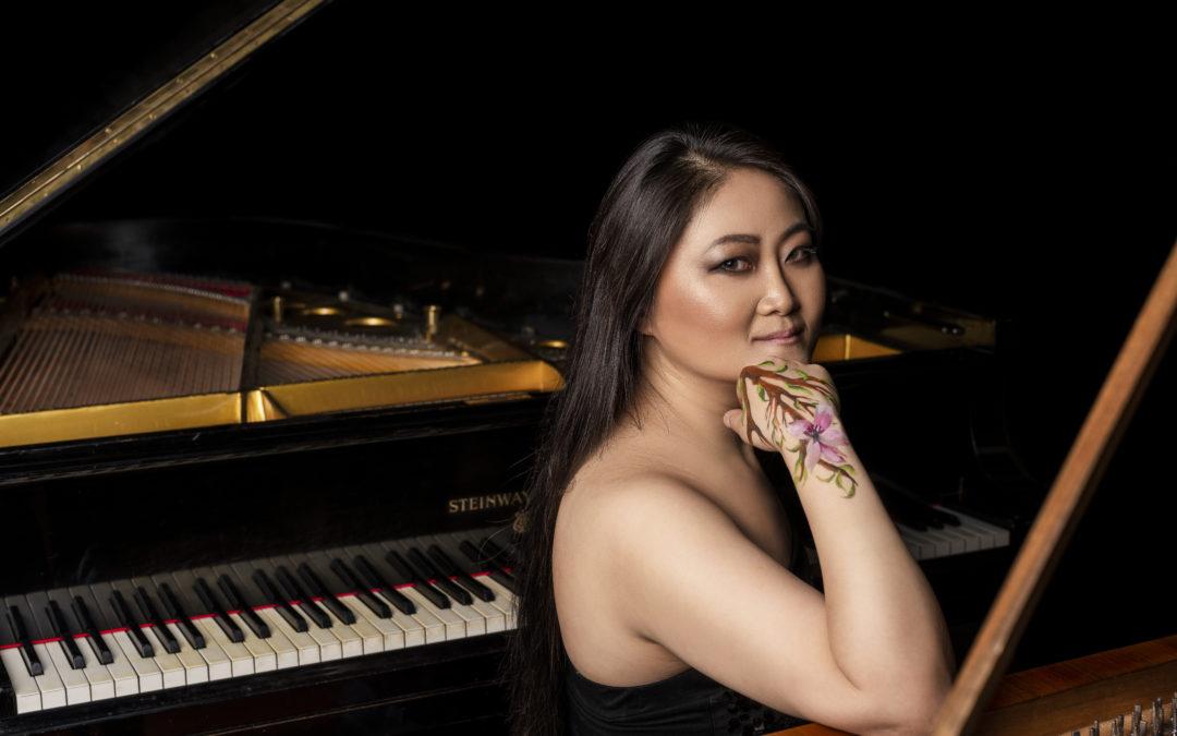 Un ritratto di Jin Ju, una delle più apprezzate pianiste del momento, davanti al suo strumento